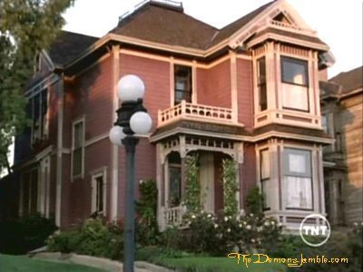 Piper Halliwell fond d'écran containing a brownstone, a row house, and a school called The Halliwell's manor;)