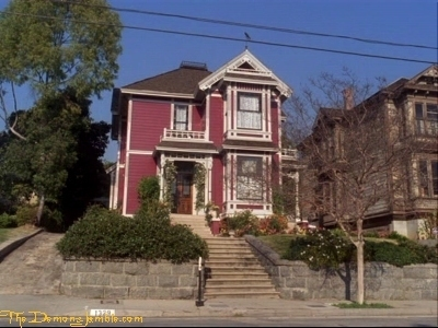 Piper Halliwell fond d'écran containing a row house, a brownstone, and a school entitled The Halliwell's manor;)