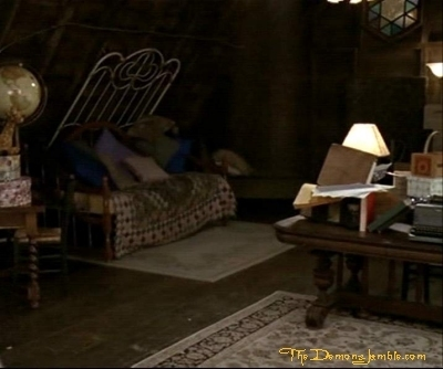 Piper Halliwell fond d'écran with a living room, a family room, and a drawing room titled The Halliwell's manor;)