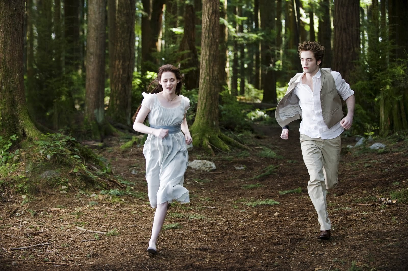 UHQ Still of Edward and Bella (AWESOME !!! )
