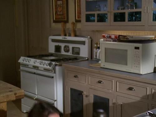 manor;) cozinha and bathroom;)