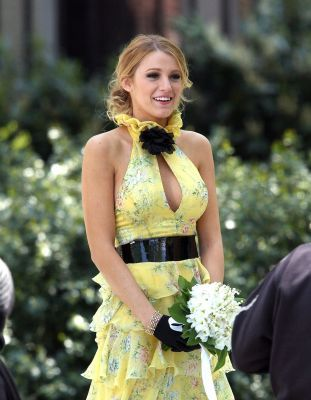 award for best serena van der woodsen outfit season 1