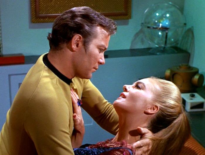 Resultado de imagen para star trek kirk kissing
