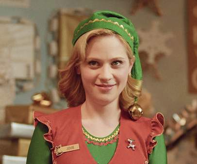 In the film 'Elf', what song is Zooey Deschanel's character singing in the shower?