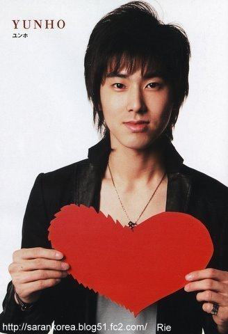 Before YUNHO,which DBSK member got the offer to be the leader first?