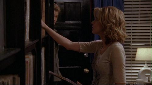 How many albums did peyton put in the shelf in this scene?