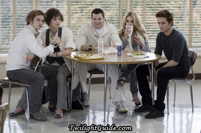 how do the cullens in the movie twilight get rid of james?
