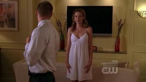 Peyton wore the same wedding dress in 6.14 as 6.01?