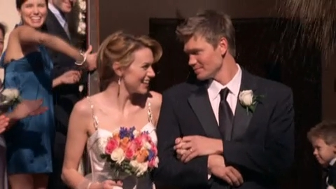 s5, Who was the singer in Peyton's fantaisie wedding?