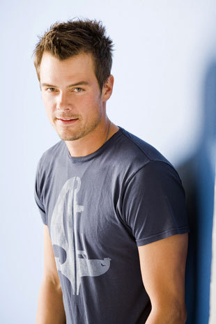 Josh Duhamel was in All 103 Epsiodes of Las Vegas? 