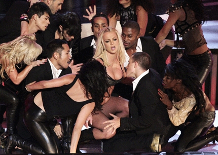 "Britney open the 2007 VMA´s गाना ""Trouble"" is the ""Trouble"" that she sung on the VMA, the same ""Trouble of her new album?"