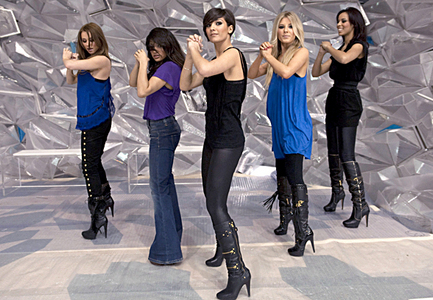 On Dancing On Ice, who did the Saturdays help with their performance?