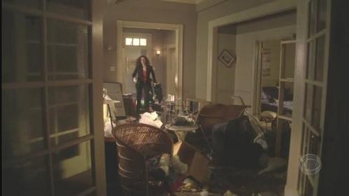 (1x20) Stella : This place is totally trashed ! Mac : __________