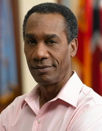 [Another connection :P ] Who played in CSI:ニューヨーク Chief Dwight Hillborne and in House M.D. Senator Gary H. Wright ??