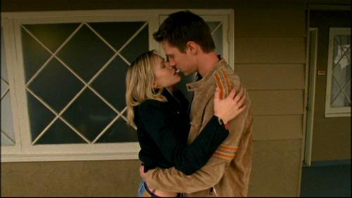Veronica Mars - What episode do Logan and Veronica first kiss?