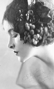 Which actress's profil was the #1 requested par women in the 1930's to their plastic surgeons?
