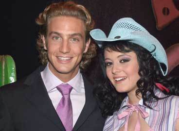 Alison Lozz and Eugenio Siller played in Al Diablo con los Guapos, but also in ...