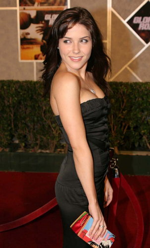What dress size is Sophia Bush?