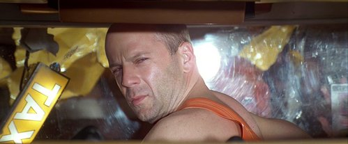 How many points does Korben lose on his license when Leeloo falls into his cab?