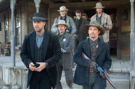 WESTERN cine : Starring Russell Crow, Christian Bale and Peter Fonda. Directed por James Mangold in 2007
