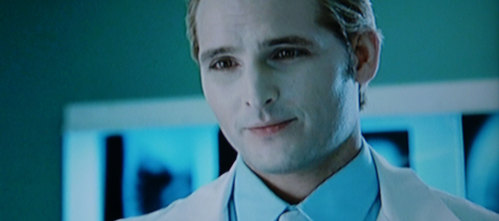 Movie: What's the name of Carlisle's nurse (assistant)? The one that was attending Bella just before Carlisle enters in the emergency room.