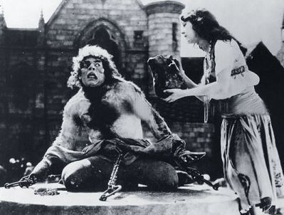 CLASSIC HORROR: Before disney made him lovable, the Hunchback of Notre Dame was the estrela of numerous horror films. Who was the first to play him?
