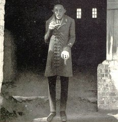 CLASSIC HORROR: In which 1920s horror film would 당신 find a vampire named Count Orlok?