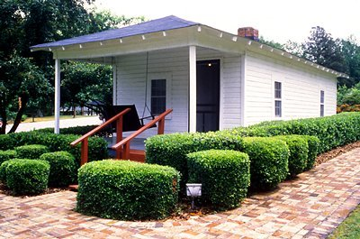 This is the house where Elvis lived as a child,Where is it?
