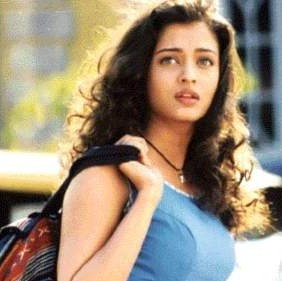 she played the role of shah rukh khan's sister in the film josh?