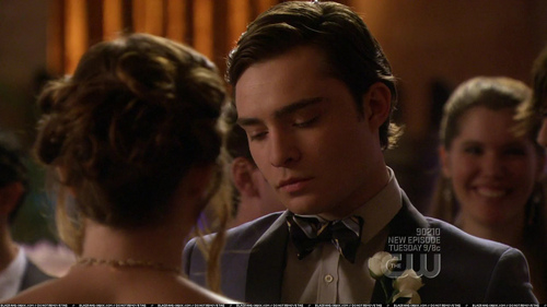 Whose ballots did Chuck take out of the voting Опрос for prom queen?