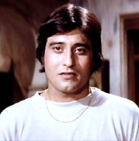 In which year did Vinod Khanna win the Filmfare lifetime achievement award?
