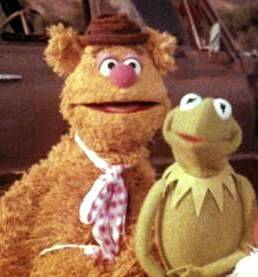 In 'The Muppet Movie,' where do Kermit and Fozzie meet?