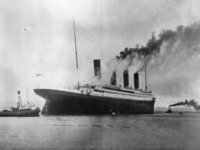How fast was the Titanic traveling when it struck the iceberg?