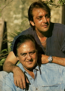 TRUE/FALSE:Sanjay Dutt is the son of veteran bollywood actors Sunil Dutt and Nargis?