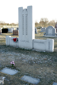What epitaph is written on the gravestone of infamous gangster Al Capone?