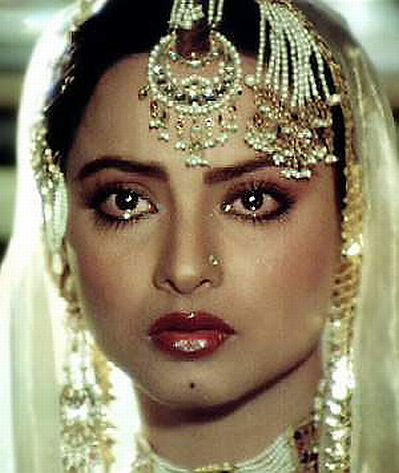 In which year did Rekha win the Filmfare lifetime achievement award?
