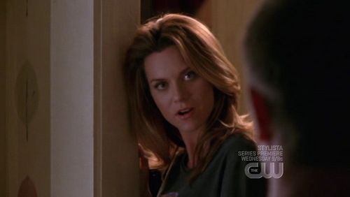 LEYTON'S SONGS - Which song is playing during this scene ?