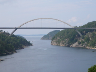 What is the name of this Swedish bridge?