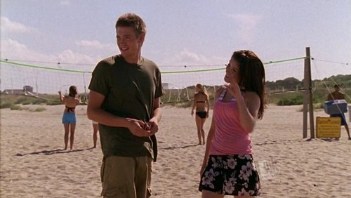 BRUCAS MOMENTS : Which song is playing during this scene ?
