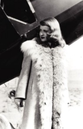 Bette Davis: Which movie scene am I in?