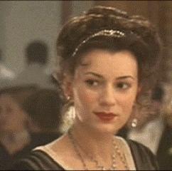 During the dîner who sits on Madame Aubert's left side?