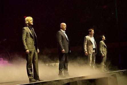 "On Celtic Thunder: The Show, which one of ""the guys"" is the only one who wears their mic on the left side?"