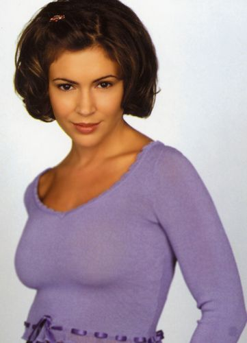 in the charmed ones(3 first seasons) she was the____________ sister.