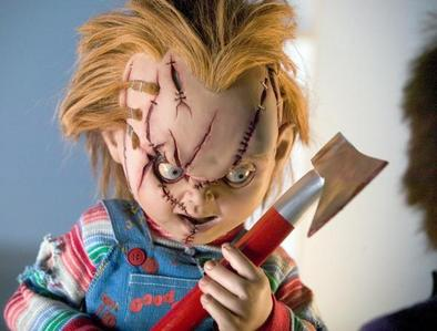 What does Chucky do when Kyle catches up to the van he and Andy are riding in Child's Play 2?