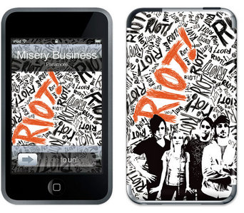 Which Paramore موسیقی video was used in a TV advertisement for Apple's iPod Touch?
