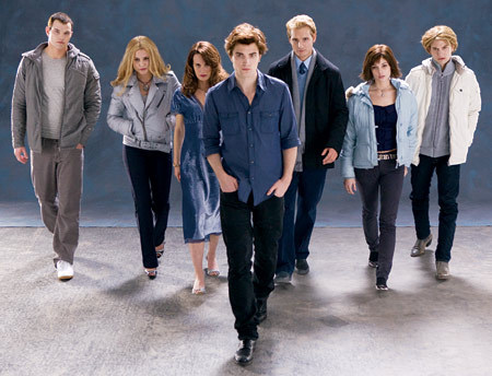 """Twilight Movie : Who sinabi : """"It's always the same inane questions: """"Who are you?"""""""