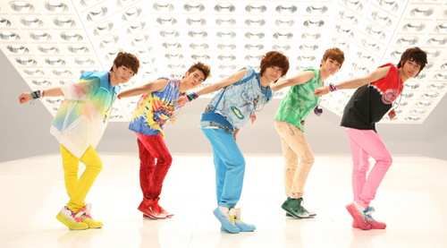 Who in the group likes/admire SHINee as a K-pop group?