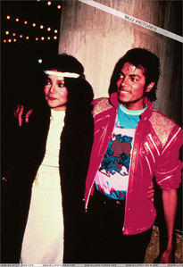 Who is in the Foto with Mike?