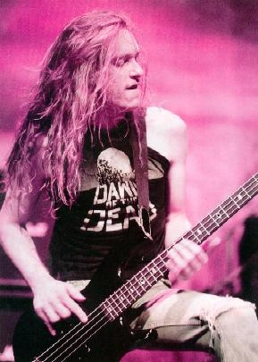 true or false: was cliff burton able to make the bass guitar sound like an electric guitar?