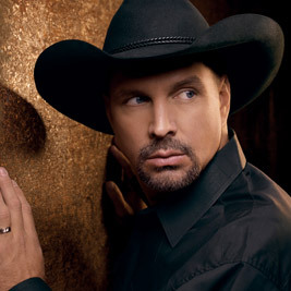 Which artist sold T-shirts for Garth Brooks tour before getting a record deal?